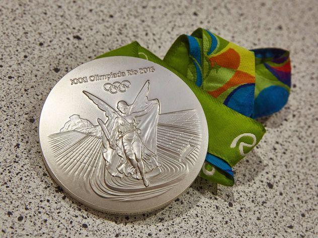 Польский атлет выигравший серебро в Рио продал медаль для спасения ребенка