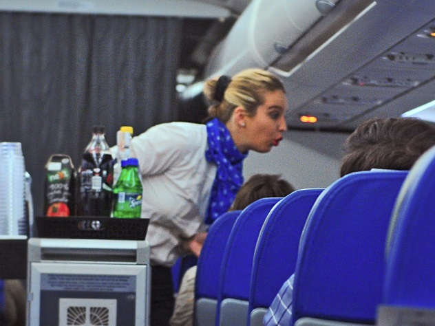 Поцеловавший стюардессу пассажир отправлен втюрьму вДубае