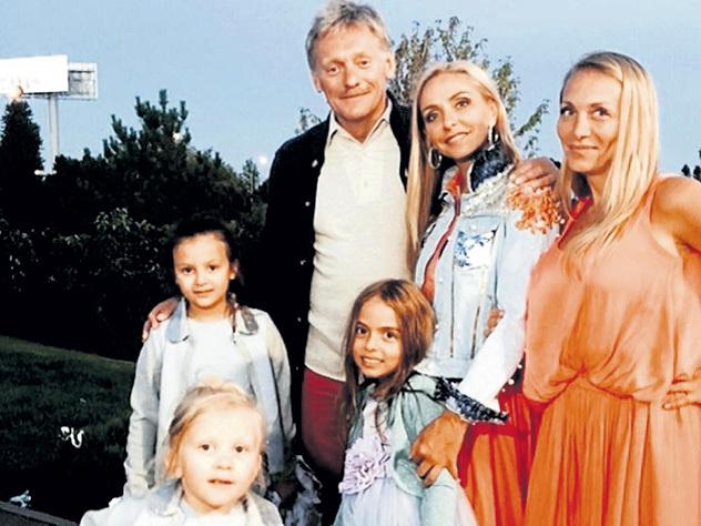 Татьяна Навка показала младшую дочь публике