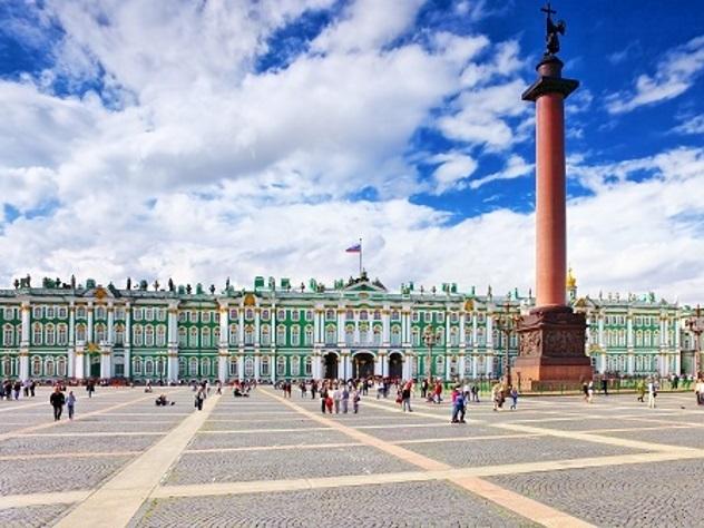 Туристы растащили насувениры две тысячи кусочков брусчатки сДворцовой площади