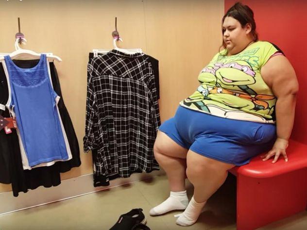 Бойфренд откормил 27-летнюю подругу до 317 килограмм, и она мечтает поправиться еще!