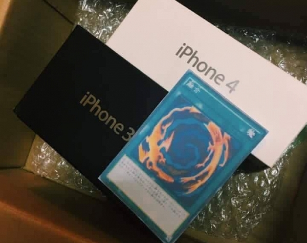Шутка дня: девушка получила iPhone 3GS и4 вместо iPhone 7