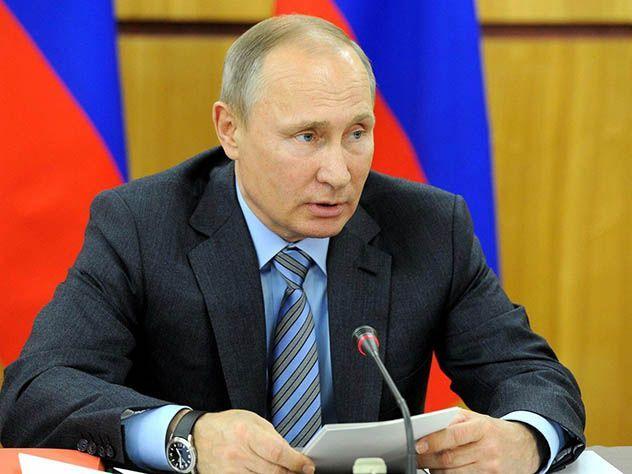 Путин распорядился отпраздновать столетие Калашникова