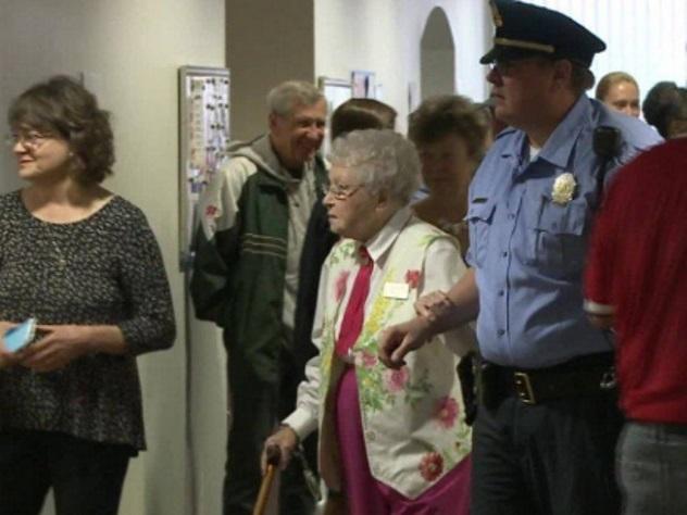 ВСША арестовали 102-летнюю старушку поеепросьбе