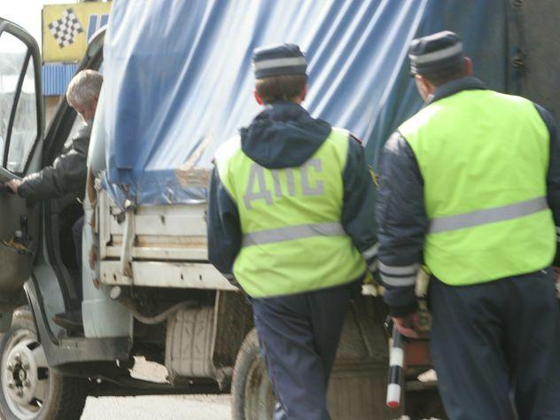 Нетрезвый пассажир без штанов набросился наинспектора ДПС вКемерове