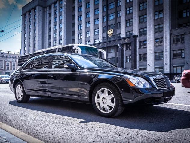 В Москве столкнулись два супердорогих автомобиля Maybach
