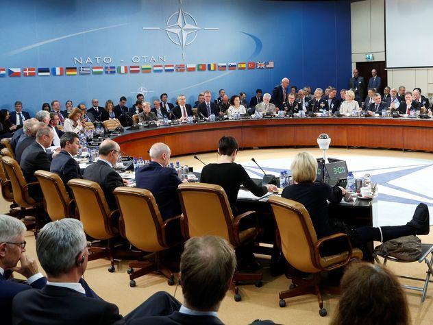 Столтенберг: Шесть стран усилят присутствие НАТО вЧерноморском регионе