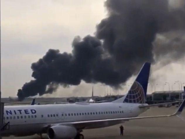 Число пострадавших при возгорании самолета вЧикаго возросло до21