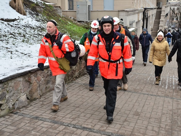 СМИ проинформировали о массовом бегстве докторов имедсестер с Украинского государства
