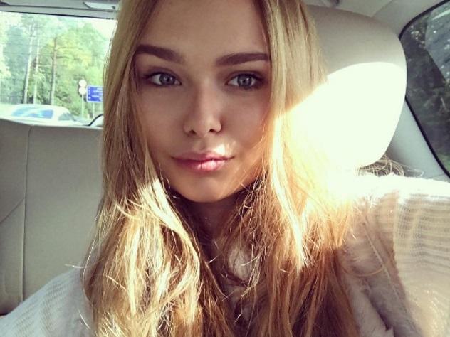 Дочь Маликова показала грудь на бале дебютанток