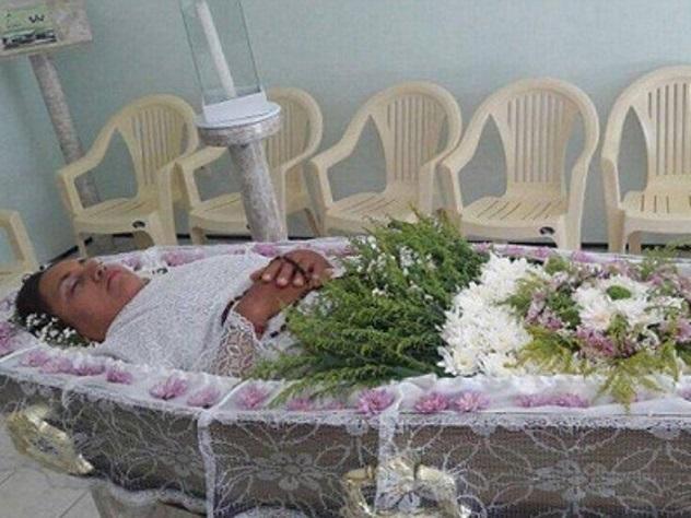 ВБразилии женщина устроила себе похороны при жизни
