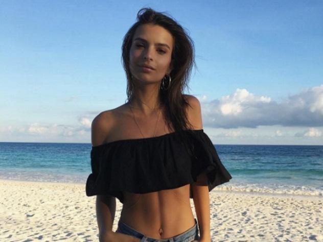 Супермодель Эмили Ратаковски обнажилась на береге вМексике просто так