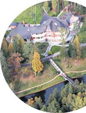 Дом Юрия Михайловича: окна спальни и кабинета мэра выходят на речку Слезню
