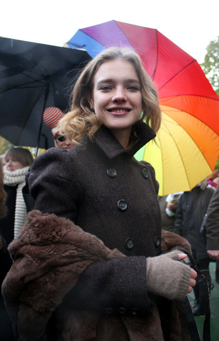 На открытии детской площадки в Москве Наталья ВОДЯНОВА улыбалась, но глаза у неё были грустными. Фото Натальи ПЬЕТРЫ