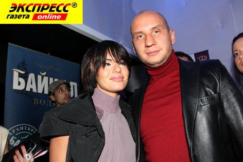 Юля ВОЛКОВА со своим женихом Вадимом