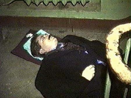Владислав Листьев скончался от пулевого ранения в голову в подъезде собственного дома.