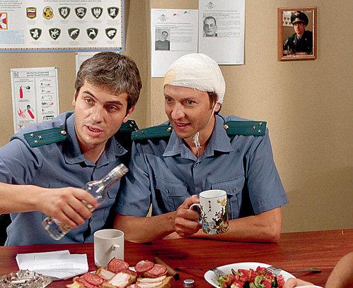 С «напарником» ЧЕРЕНКОВЫМ - актёром Борисом ПОКРОВСКИМ - Саша дружит как на экране, так и в жизни