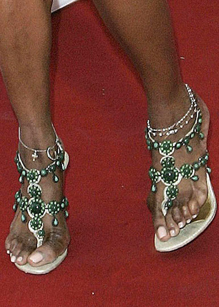 Шишки на косточках пальцев ног