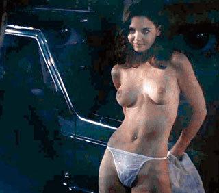 Десять лет назад Кэти ХОЛМС не чуралась эротических сцен (кадр из фильма «Дар»)