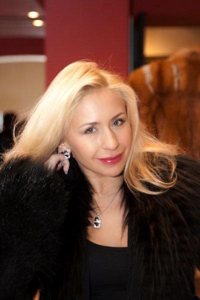 В последнее время Елена Захарова буквально светится от счастья. Фото: Бориса КУДРЯВОВА.