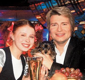 На 13-летие Маша ПЕСТУНОВА получила от Николая БАСКОВА живой подарок - йоркширского терьера