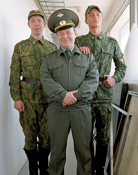 За плечами Ивана МОХОВИКОВА (Соколов), Алексея МАКЛАКОВА (Шматко) и Александра ЛЫМАРЕВА (Медведев) не один сезон сериала «Солдаты»