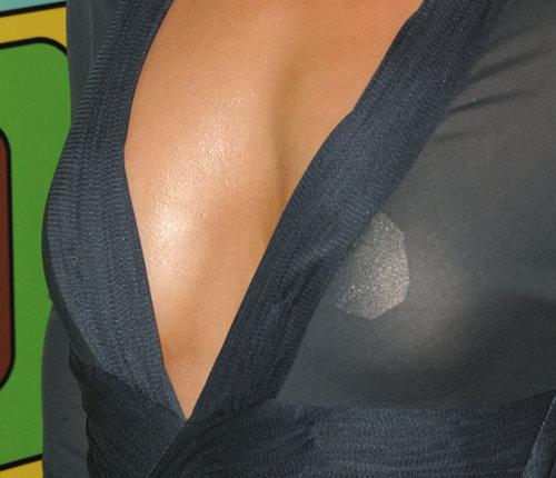 Кто из звезд увеличивал себе грудь