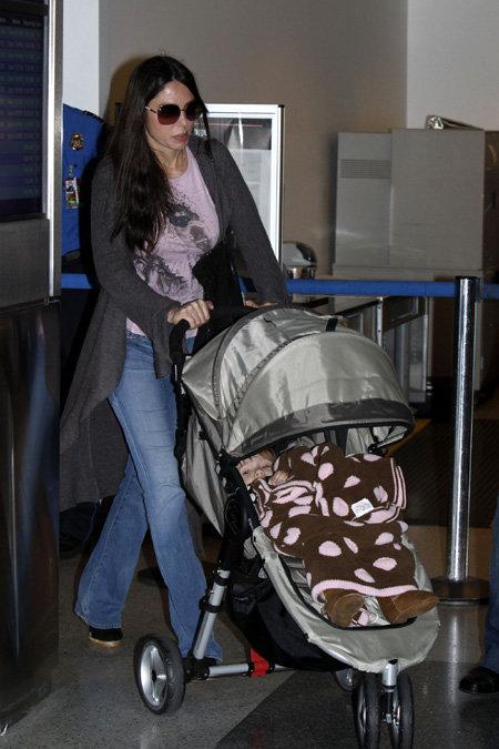 Оксана ГРИГОРЬЕВА в аэропорту Лос-Анджелеса провожает маму домой в Россию