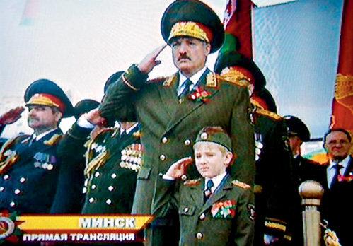 Александр ЛУКАШЕНКО без 6-летнего сына Коли никуда