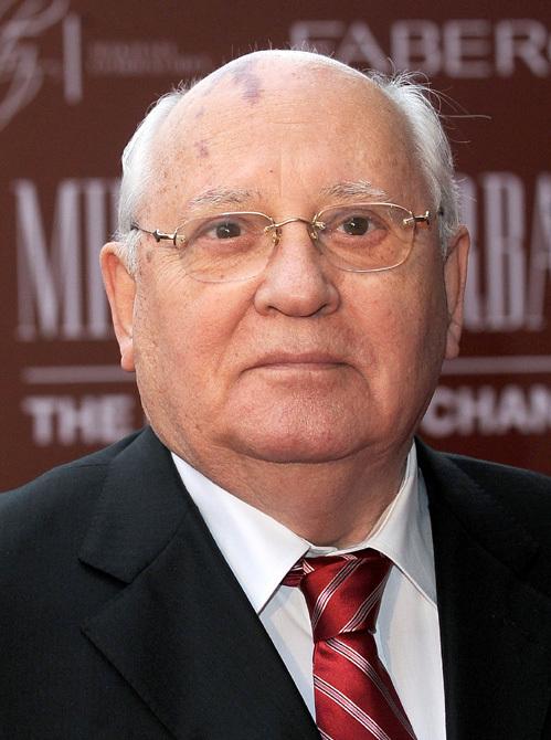 Милла Йовович на юбилее Михаила Горбачева появилась в откровенном наряде