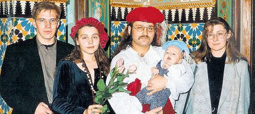 Роман с первой женой Еленой (вторая слева), сыном Львом Давидом и друзьями