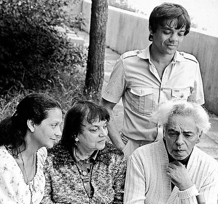 В Юрмале РАЙКИН ностальгировал о детстве (на фото с супругой и детьми, начало 80-х)