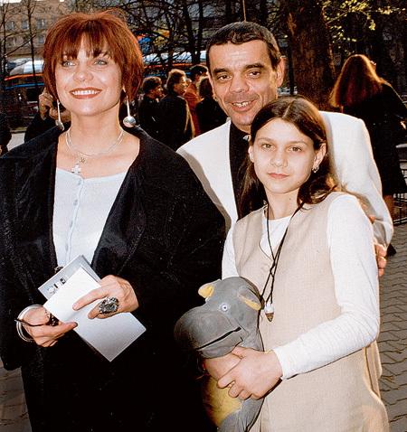 Полина, дочь актёров Константина РАЙКИНА и Елены БУТЕНКО, пошла по родительским стопам
