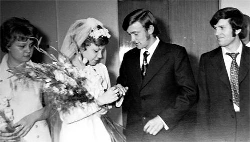 На свадьбе Татьяны с Александром ЗАМОЛОДЧИКОВЫМ свидетелями были сестра невесты Ольга и её муж Виктор ЛАМОНОВ