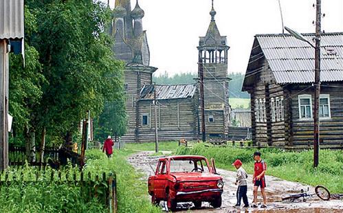 Нищета в центральных областях России сейчас такая же, как и сто лет назад. Жизнь там наладилась только во времена правления Леонида БРЕЖНЕВА, а уже при Михаиле ГОРБАЧЕВЕ снова скатилась на дореволюционный уровень