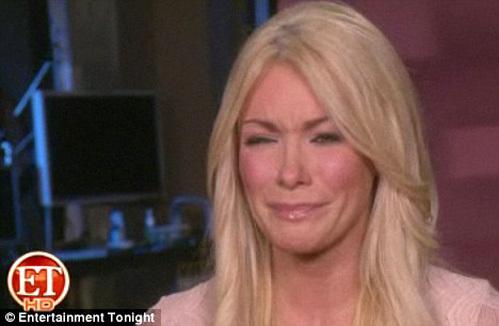 На телешоу плачущая Кристалл ХАРРИС рассказала, почему она отменила свадьбу с Хью ХЕФНЕРОМ