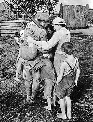 Советский солдат уходил воевать за родную землю, а в итоге очистил от фашистов весь мир