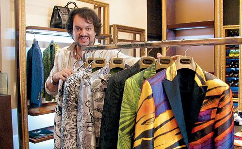 Филипп сфотографировался на фоне нового гардероба, чтобы БАСКОВ не претендовал на те же наряды