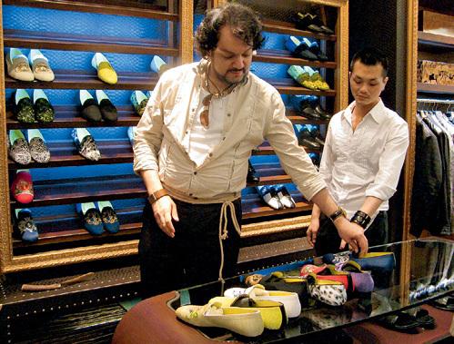 Поп-король придирчиво подбирал под каждый пиджак соответствующую пару туфель
