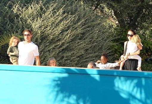 Семейство Джоли-Питтов в полном составе отправилось в аквапарк Mediterraneo Marine Park