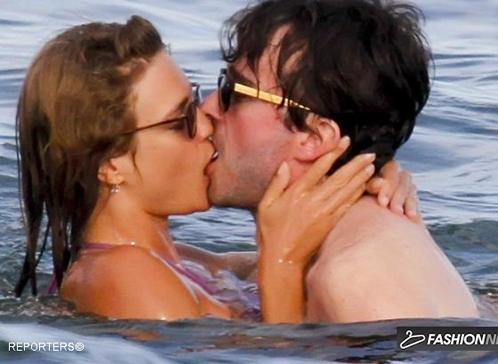 фото сын целуется с мамой