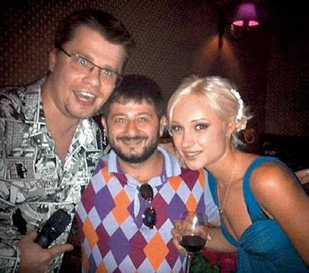 С годовщиной Гарика и Юлю поздравил близкий друг Михаил ГАЛУСТЯН. Фото twitter.com
