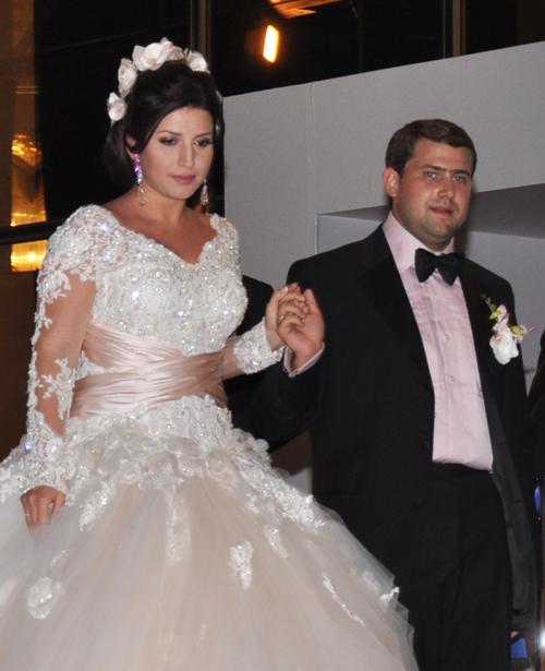 Вагітна жасмін вийшла заміж