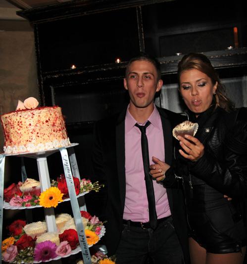 Со свадебным тортом у молодожёнов точно не будет проблем - Алекс владеет сетью кондитерских (фото Ларисы КУДРЯВЦЕВОЙ)