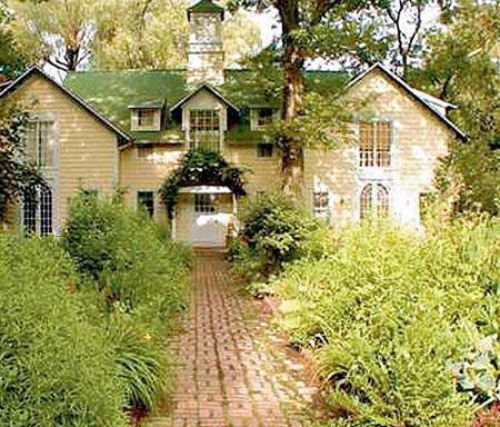 ...сбыл сельский домик с рук лет десять назад, а теперь его продаёт и нынешний владелец