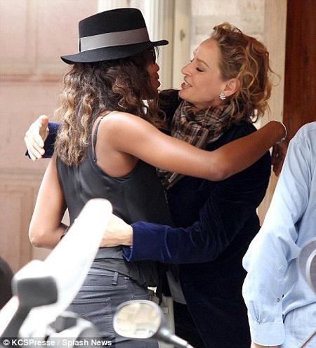 На Парижской неделе моды Наоми пообщалась со своей подружкой Умой ТУРМАН