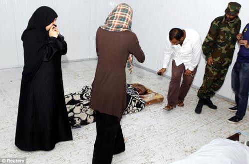 Перед смертью Каддафи три часа пытали и насиловали