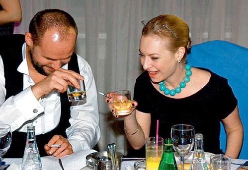 Максим АВЕРИН налегал на виски в обществе Иры