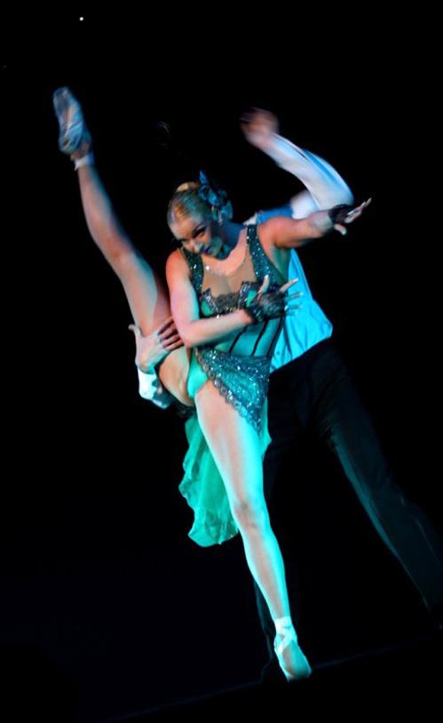 balerini-na-podtantsovke-u-zvezd-estradi-foto