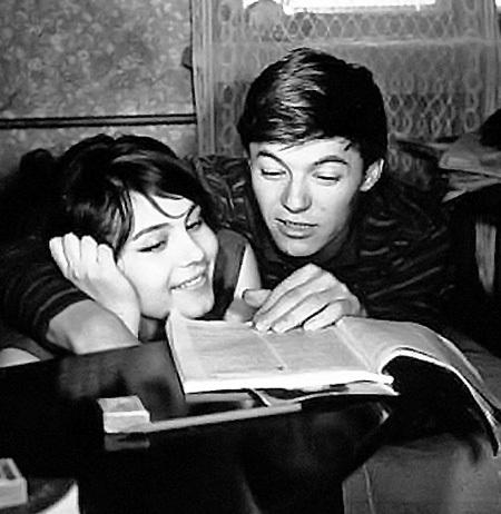 ЗБРУЕВ с первой женой Валентиной МАЛЯВИНОЙ. Их роман начался, когда девушке было 16. Мама Александра заставила Валю прервать незапланированную беременность. Актриса больше так и не смогла завести ребёнка